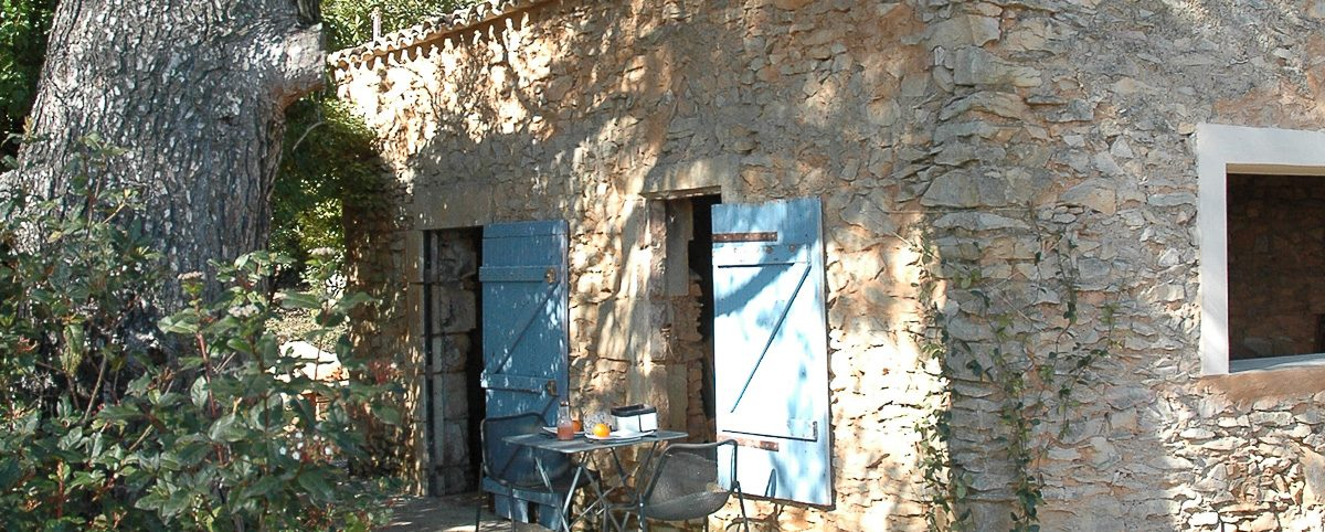 Maison d'hotes Luxe Nîmes Bien Loin d'Ici French