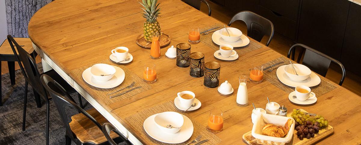 Domaine La Broutie table de petit déjeuner breakfast aveyron hotel